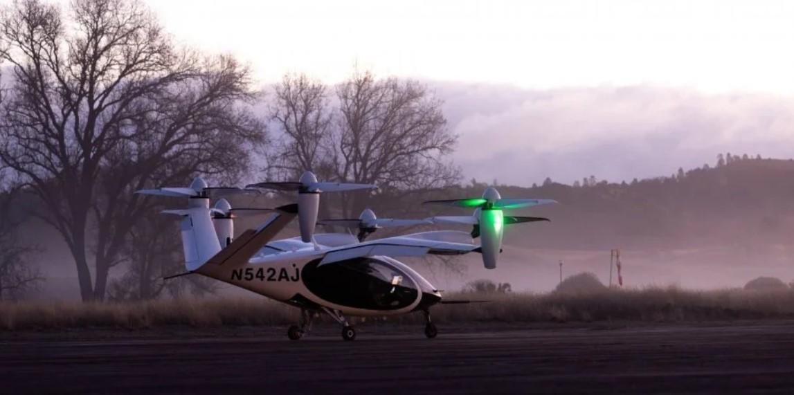 Полностью электрический самолет вертикального взлета и посадки (eVTOL) на базе компании Electric Flight Base